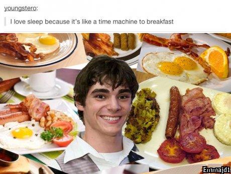 Did someone say breakfast?. . 1 Iowa sleep because W. like an tinha mac. -hane to breakfast
