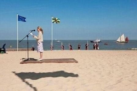 funny floating platform. hahahaha..LMAO.. Yo man too funny xD