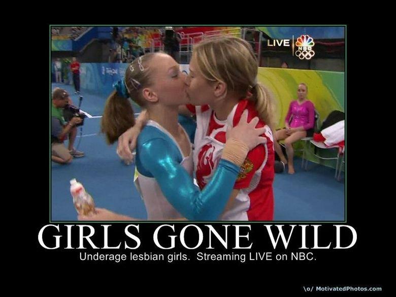 Girls gone wild kissing