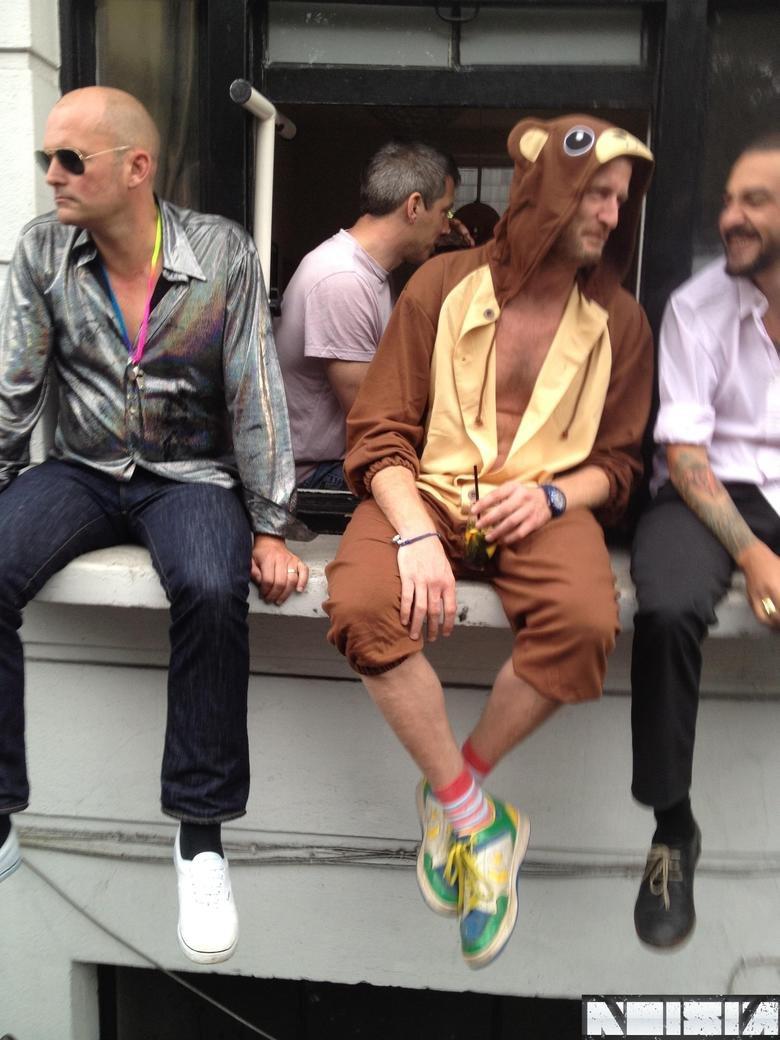 Hide the children. So I randomly saw this nutter in Notting Hill, London.. Pedobearman