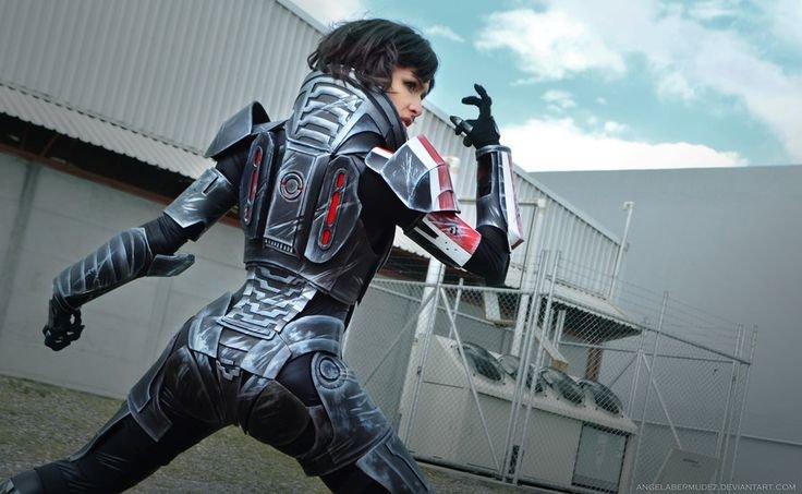 Mass Effect. Female Shepard Source: geektyrant.com/news/2013/9/4/amazing-mass-effect-female-shepard-cosplay Artists: Cosplayer - Angela Bermudez Photographer -