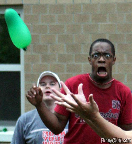 omg a water baloon. .. lold omg a water balloon ahh