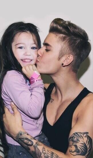 Photoshop should be forbidden. Justin Bieber kissing Miley Cyrus asa kid... www.youtube.com/watch?v=P1q9ZJfdlro. miley cyrus justin bieber Photoshop child fake