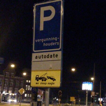 Sign. We sleep eagle... Would you mind explaining this to me? (Ik spreek Nederlands, zou het gemakkelijker moeten maken.)