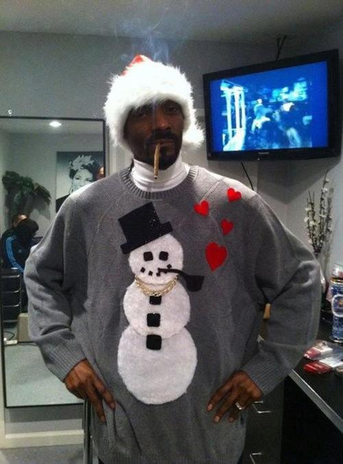 Snoop's got the holiday spirit. .