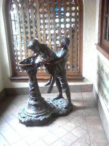 Statue Fail. a picture my friend took at a mexican food place.. hear ill help you little susy >=D mwhahaha captcha:ebony haha e.bony