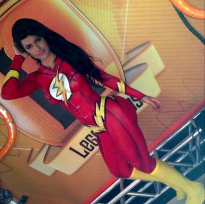 the flash. .. That's bodypaint, isn't it? camila vernaglia legendarios