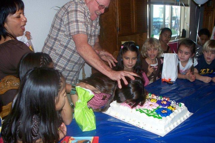 Troll grandpa. .. I wish my grandad was Stan Lee Birthday troll grandpa Cake fail owned pwned funny