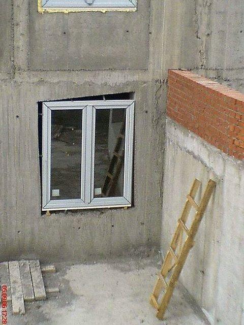 construction Fail. .. even the ladder is uneven