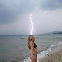 epic photo bomb. 1 in a million.. lol...final destination?