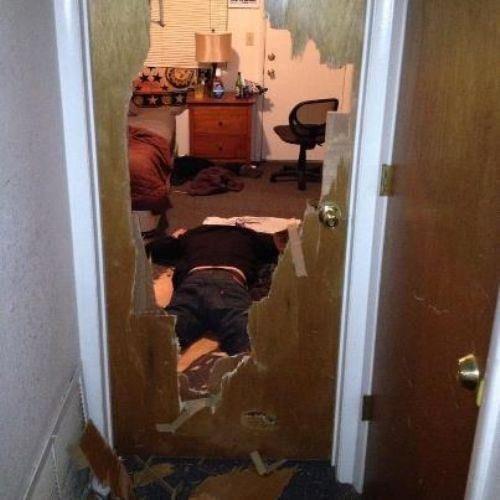 He forgot how to doorknob. Hot Chicks--> theleek.com/2012/12/these-girls-love-doing-activities/.